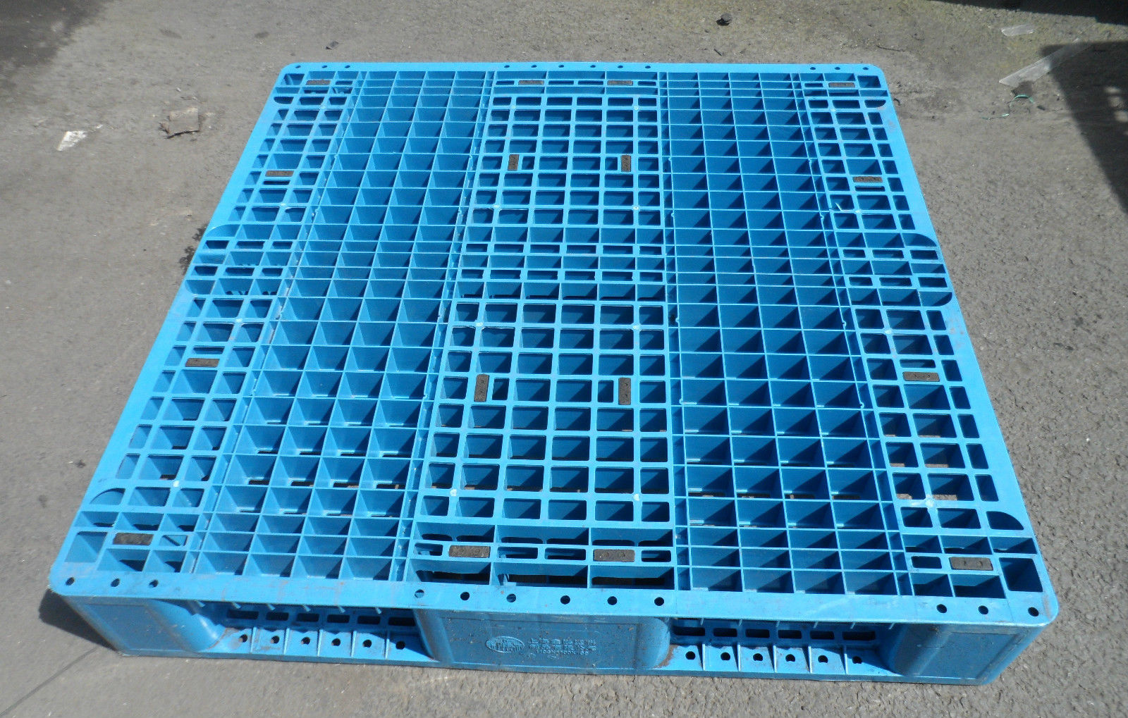 1100x1100-Blue-3-runner Reconditioned Pallets - Plastic Mouldings Northern