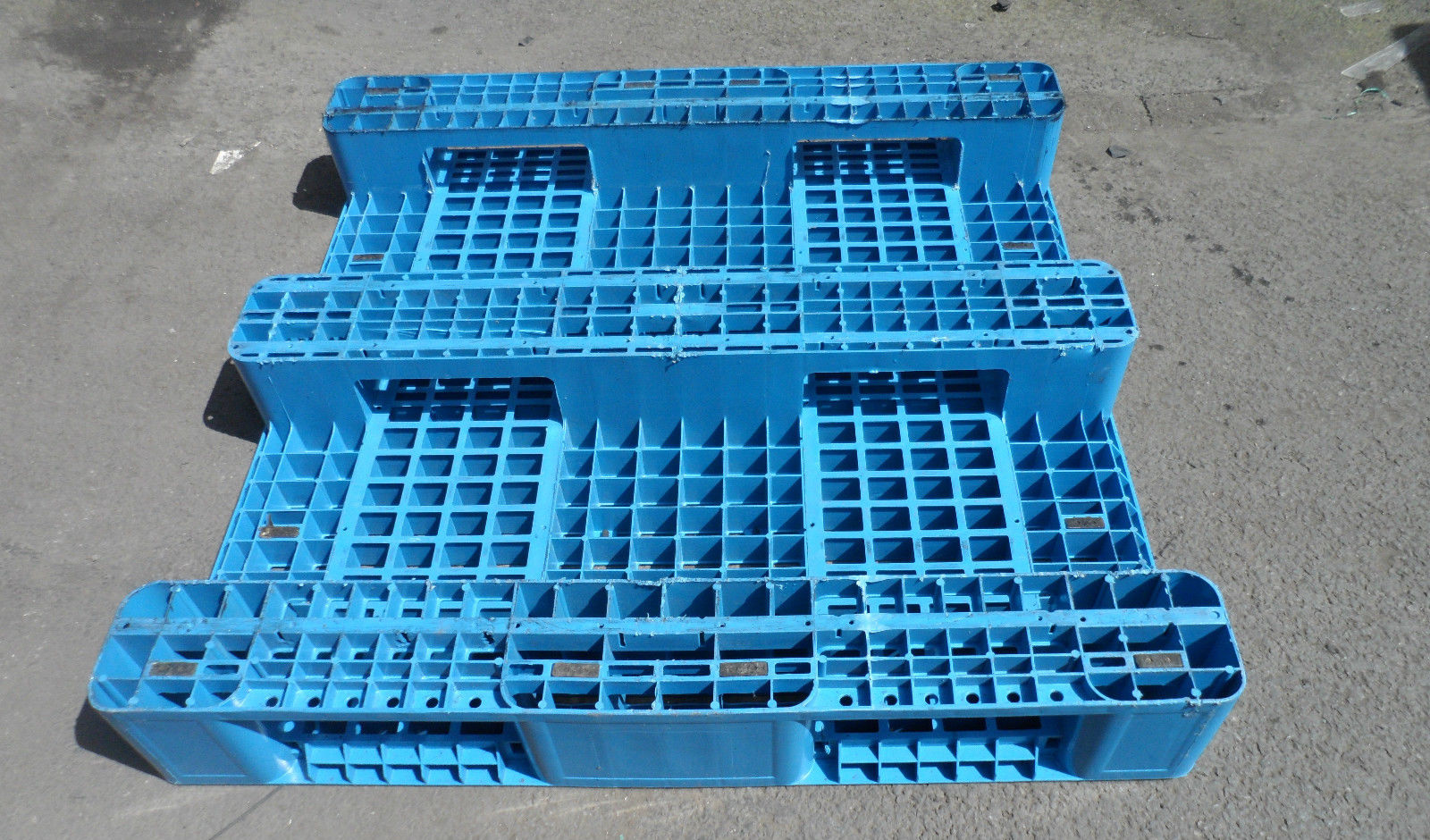 1100x1100-Blue-3-runner_2 Reconditioned Pallets - Plastic Mouldings Northern
