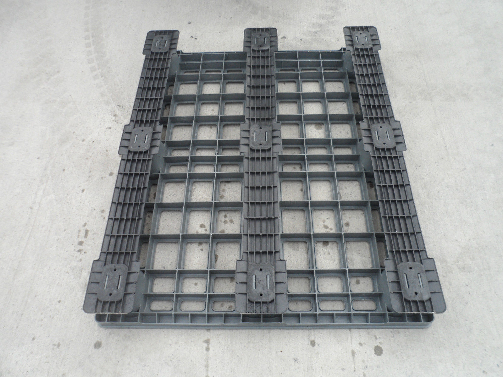 1200x1000-Lightweight Reconditioned Pallets - Plastic Mouldings Northern