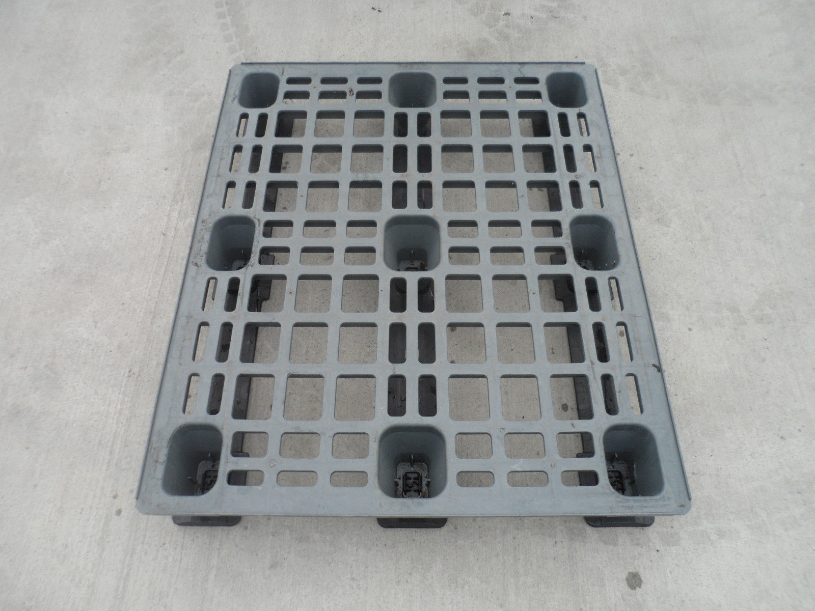 1200x1000-Lightweight_2 Reconditioned Pallets - Plastic Mouldings Northern